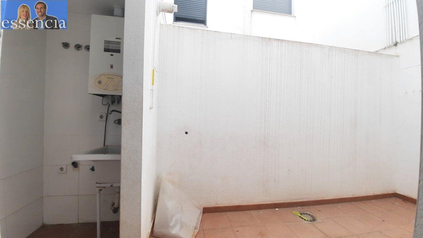 Vivienda de 3 dormitorios y dos baños con garaje , trastero y patio. - imagenInmueble22