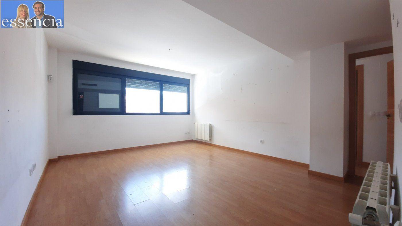 Vivienda de 3 dormitorios y dos baños con garaje , trastero y patio. - imagenInmueble2