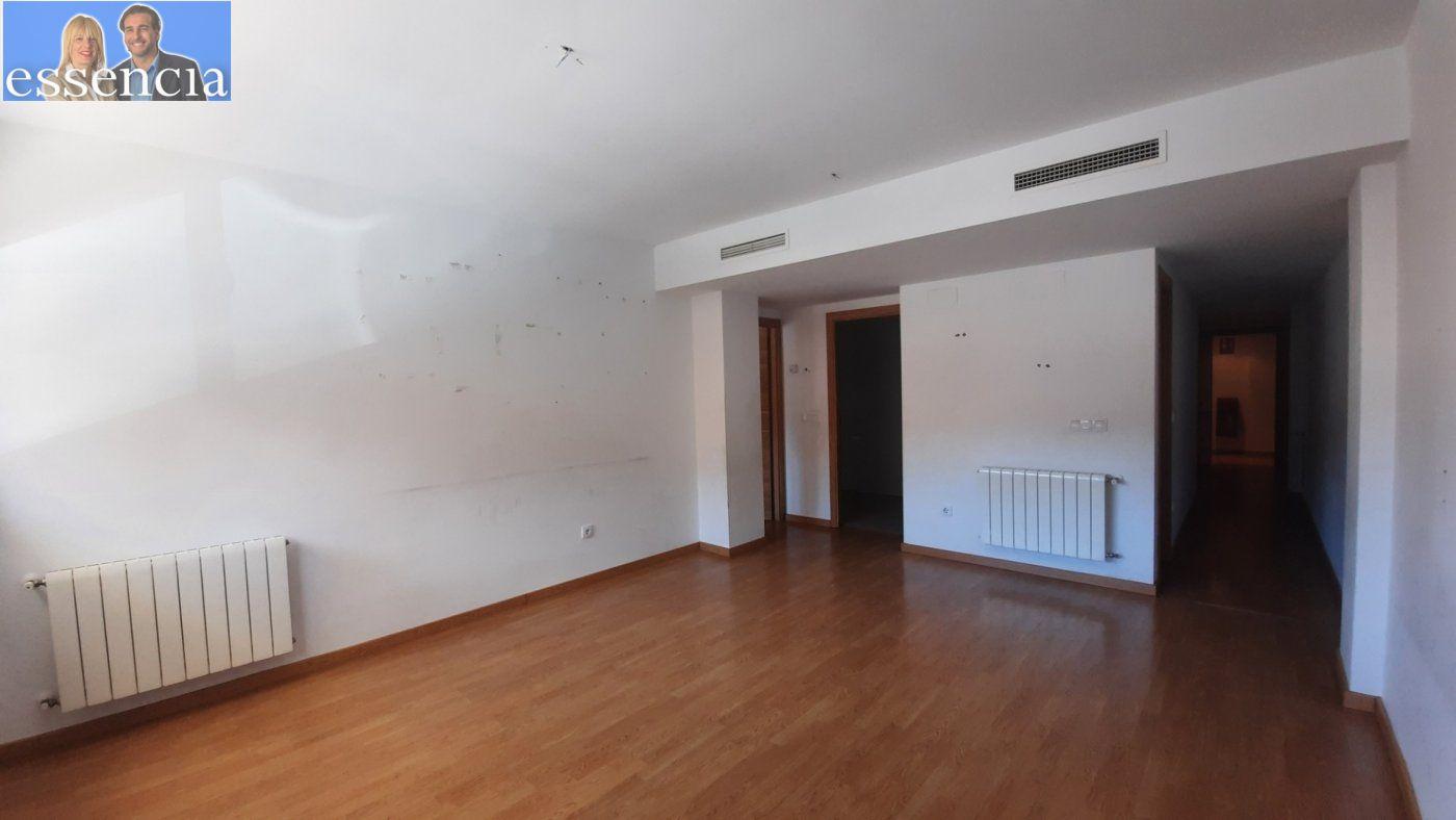 Vivienda de 3 dormitorios y dos baños con garaje , trastero y patio. - imagenInmueble3