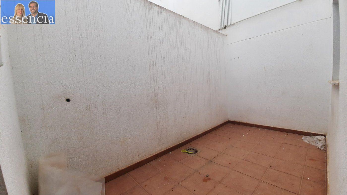 Vivienda de 3 dormitorios y dos baños con garaje , trastero y patio. - imagenInmueble8