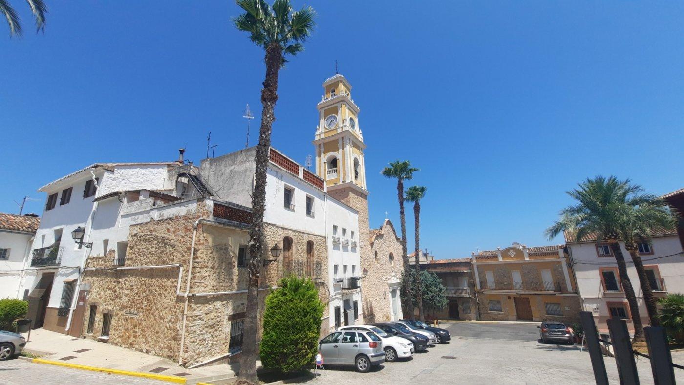 Casa en plaza central del pueblo con vistas panorámica  desde su amplia terraza. - imagenInmueble0