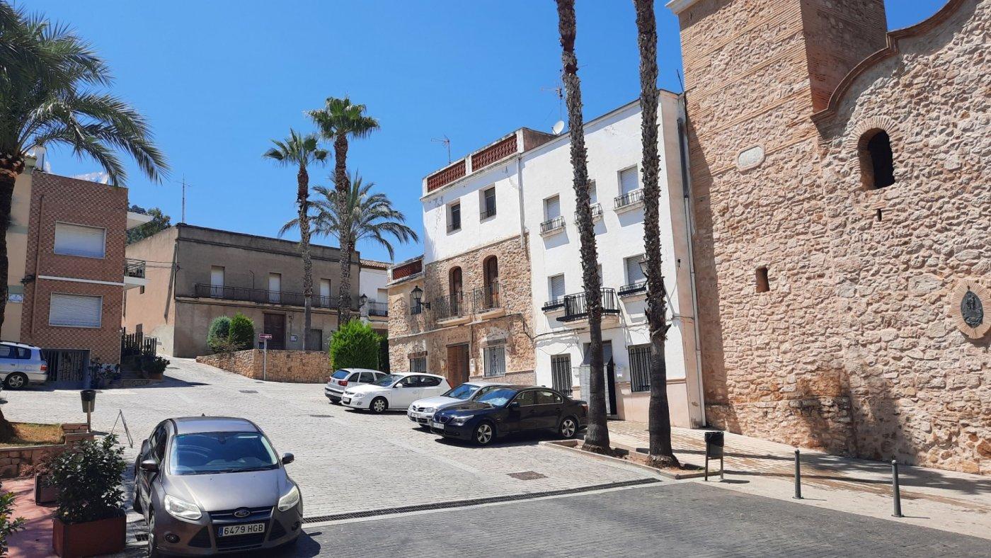 Casa en plaza central del pueblo con vistas panorámica  desde su amplia terraza. - imagenInmueble1