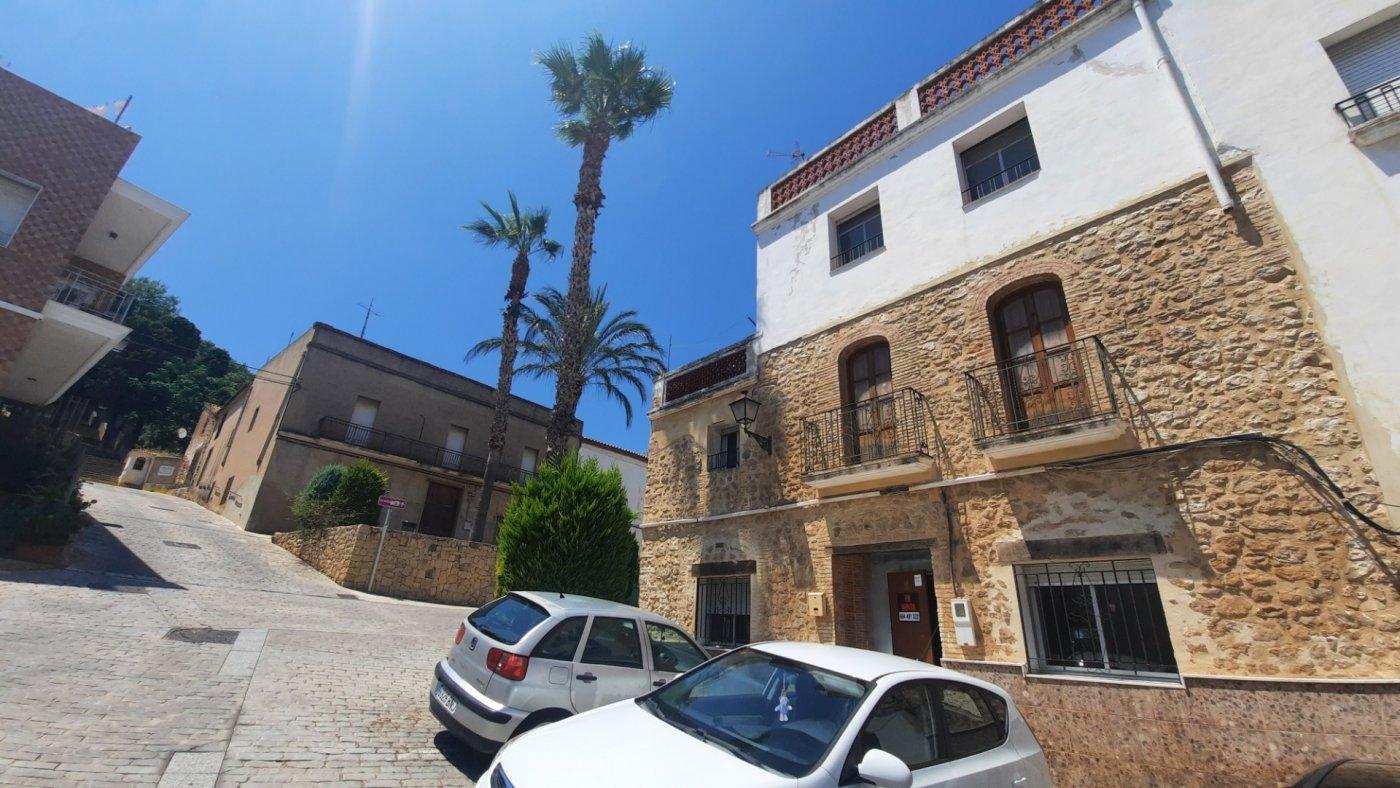 Casa en plaza central del pueblo con vistas panorámica  desde su amplia terraza. - imagenInmueble2