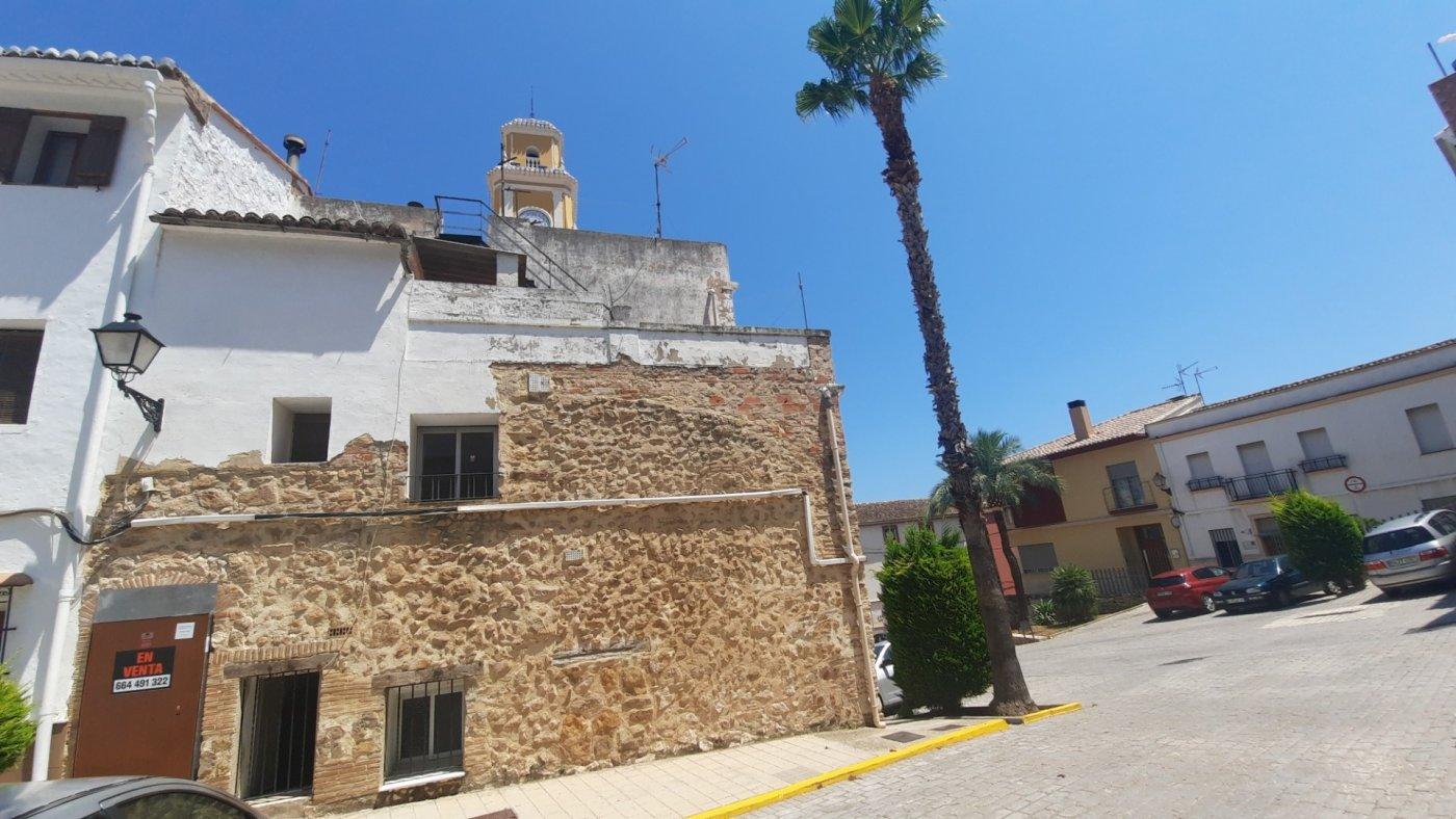 Casa en plaza central del pueblo con vistas panorámica  desde su amplia terraza. - imagenInmueble3