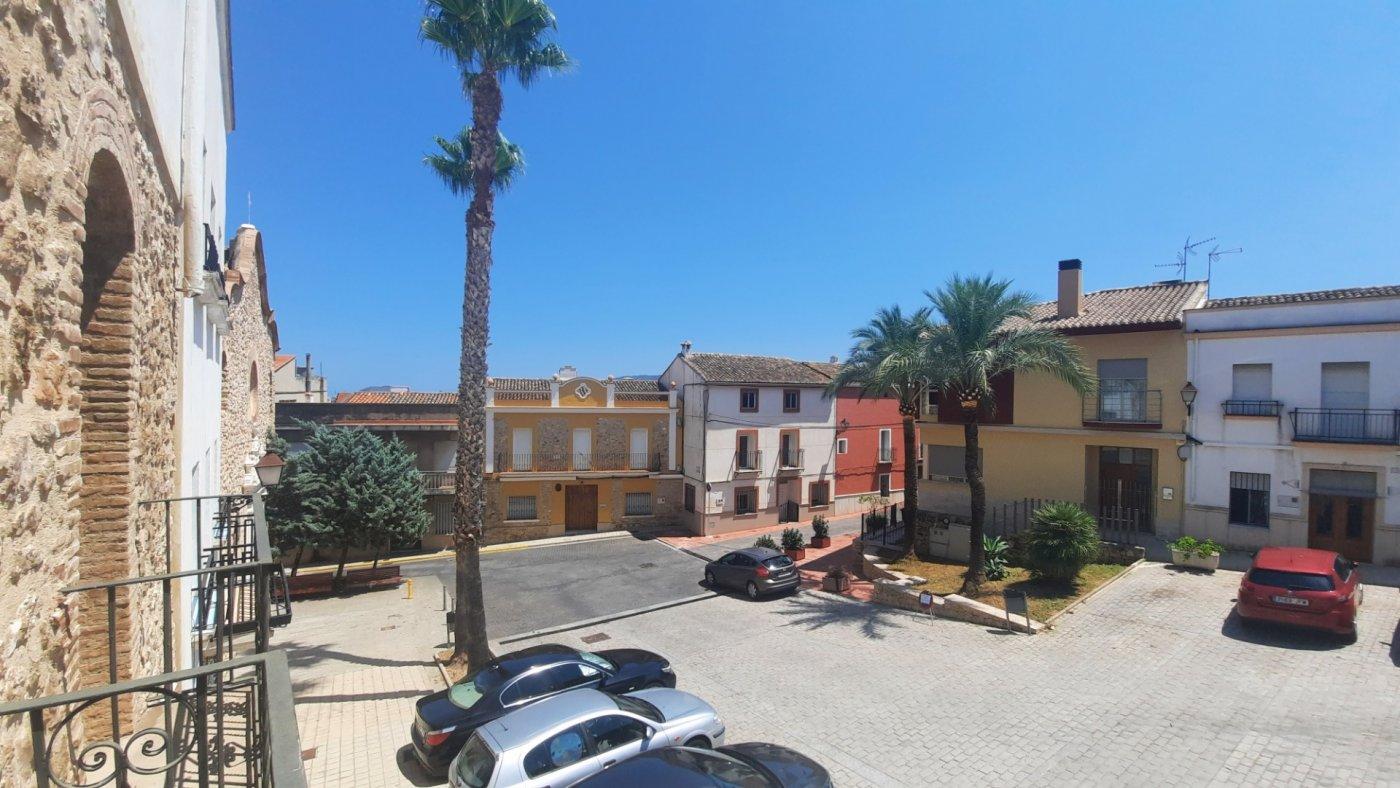 Casa en plaza central del pueblo con vistas panorámica  desde su amplia terraza. - imagenInmueble4