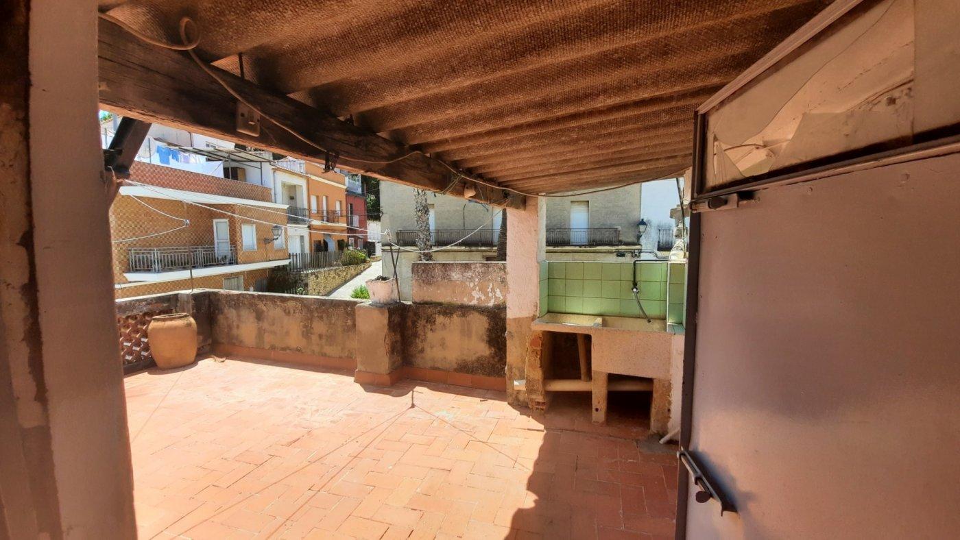 Casa en plaza central del pueblo con vistas panorámica  desde su amplia terraza. - imagenInmueble5