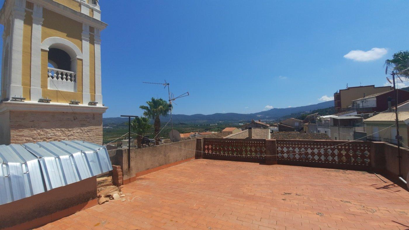 Casa en plaza central del pueblo con vistas panorámica  desde su amplia terraza. - imagenInmueble6