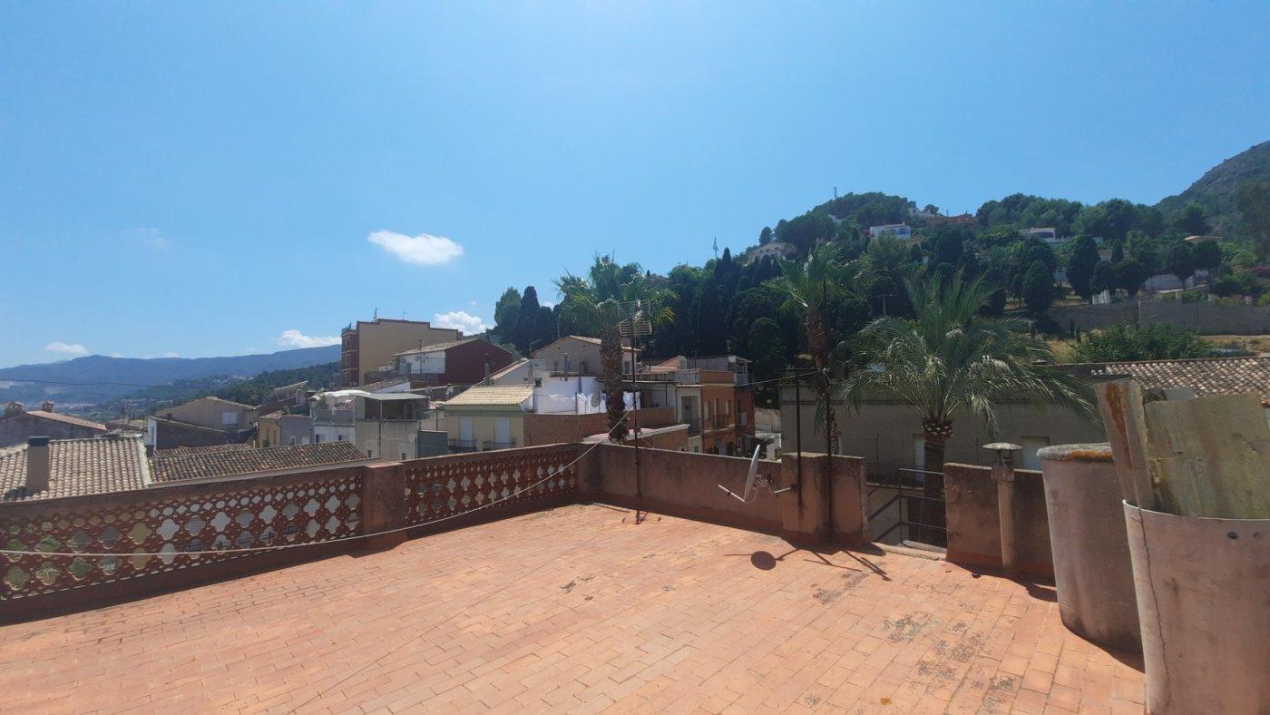 Casa en plaza central del pueblo con vistas panorámica  desde su amplia terraza. - imagenInmueble7