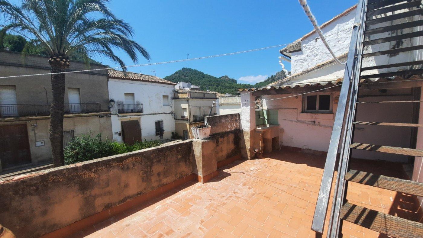 Casa en plaza central del pueblo con vistas panorámica  desde su amplia terraza. - imagenInmueble8