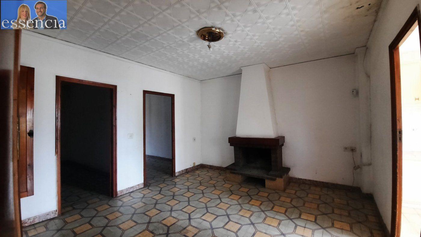Casa de pueblo en avda. pais valencia 24. en estado de origen.  amplio bajo para garaje. - imagenInmueble5