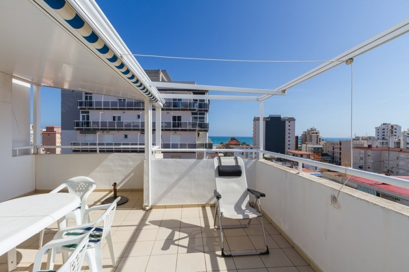 Atico con un espectacular terraza para disfrutar todo el aÑo a dos minutos del mar - imagenInmueble1