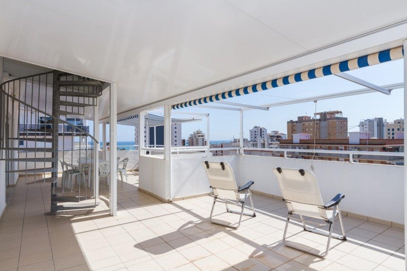 Atico con un espectacular terraza para disfrutar todo el aÑo a dos minutos del mar - imagenInmueble23