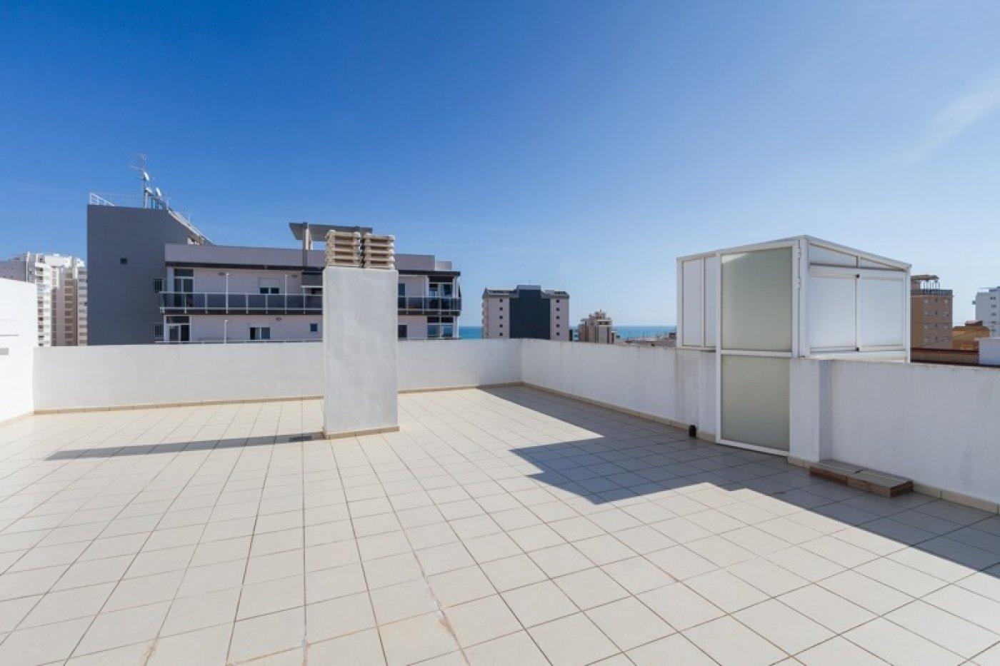 Atico con un espectacular terraza para disfrutar todo el aÑo a dos minutos del mar - imagenInmueble26