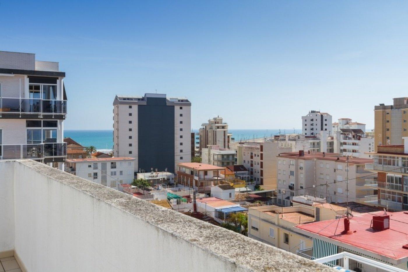 Atico con un espectacular terraza para disfrutar todo el aÑo a dos minutos del mar - imagenInmueble28