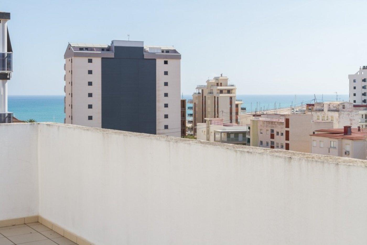 Atico con un espectacular terraza para disfrutar todo el aÑo a dos minutos del mar - imagenInmueble30