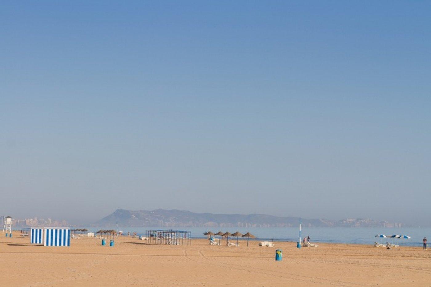 Atico con un espectacular terraza para disfrutar todo el aÑo a dos minutos del mar - imagenInmueble32