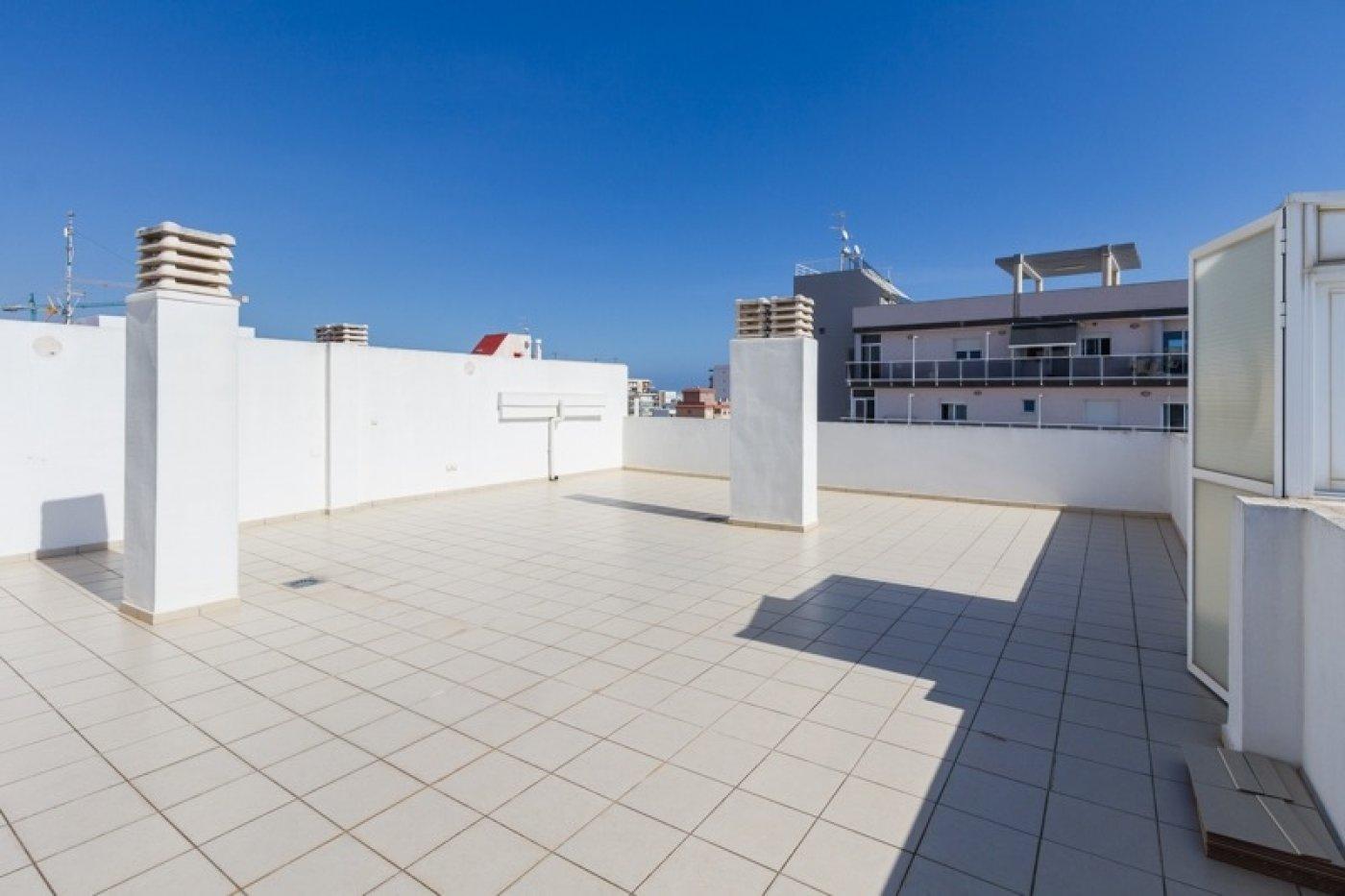 Atico con un espectacular terraza para disfrutar todo el aÑo a dos minutos del mar - imagenInmueble3