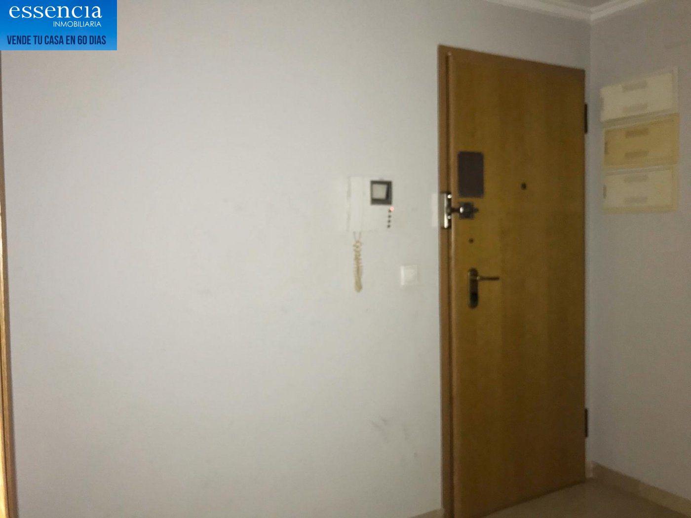 Apartamento de 2 dormitorios y 2 baños con salón con balcón. - imagenInmueble12