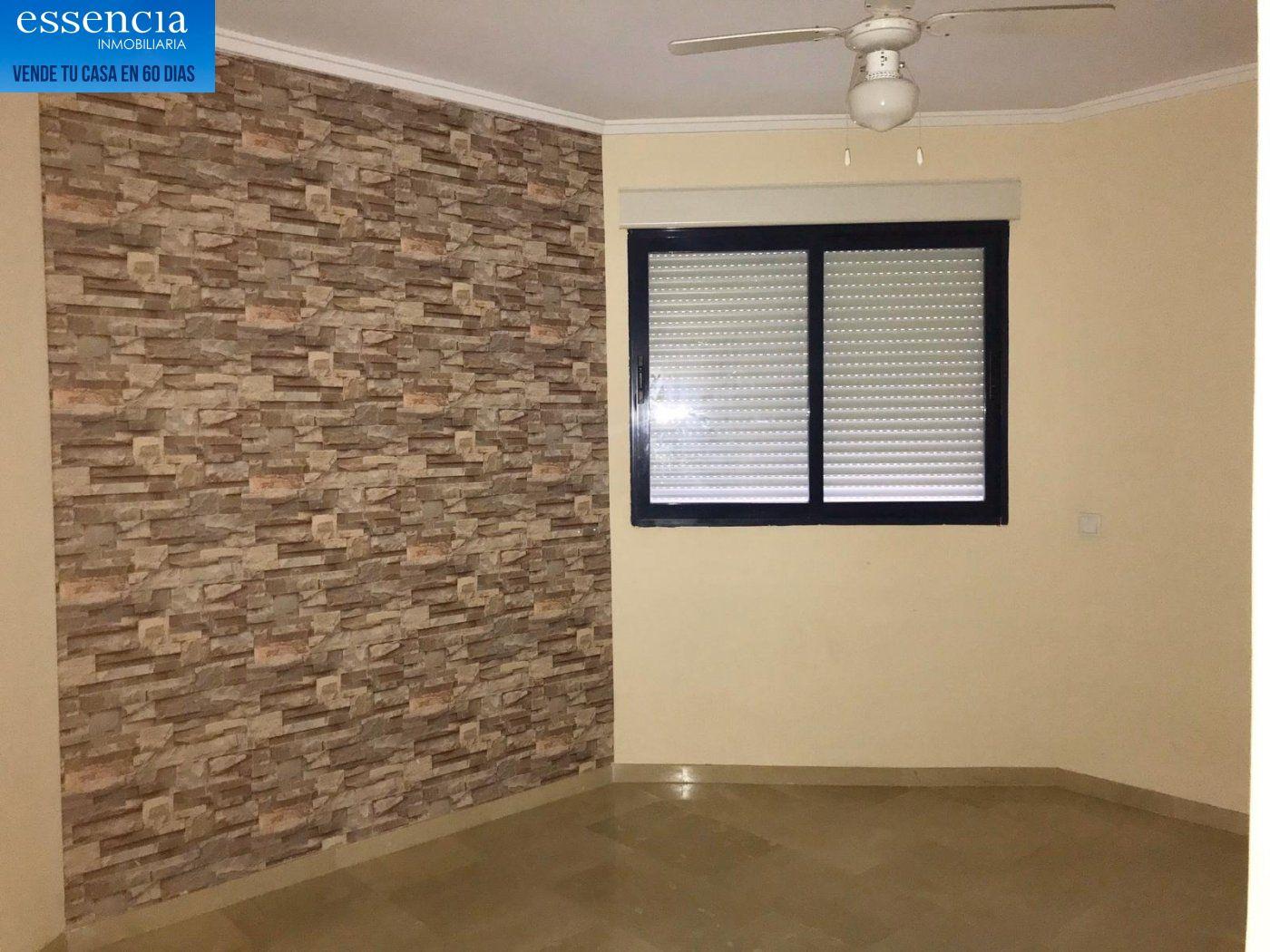 Apartamento de 2 dormitorios y 2 baños con salón con balcón. - imagenInmueble8