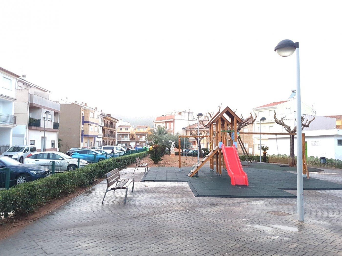 Piso en planta baja con vistas despejadas al parque, plaza costitución. pueden ver un vide - imagenInmueble16