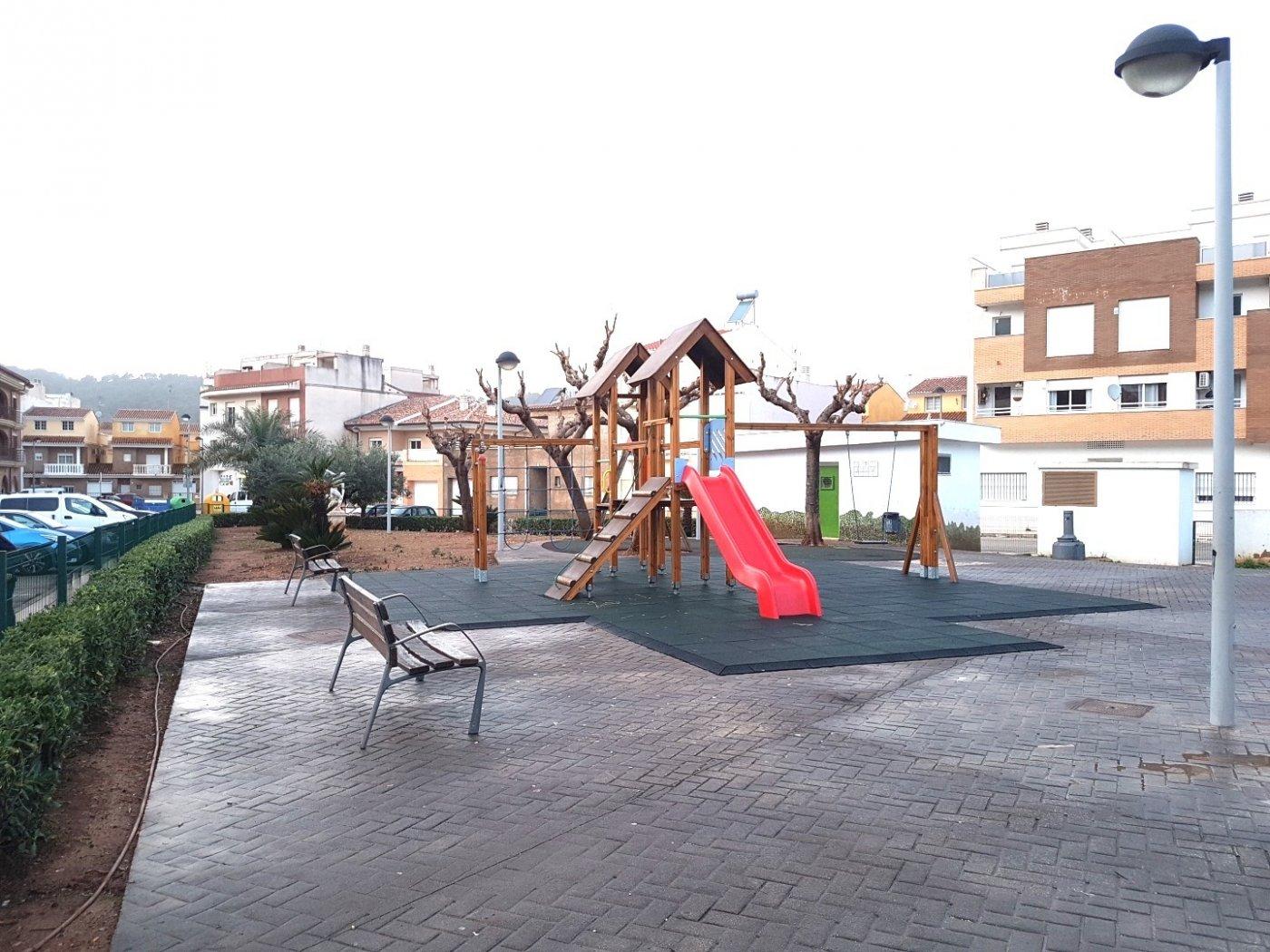 Piso en planta baja con vistas despejadas al parque, plaza costitución. pueden ver un vide - imagenInmueble1