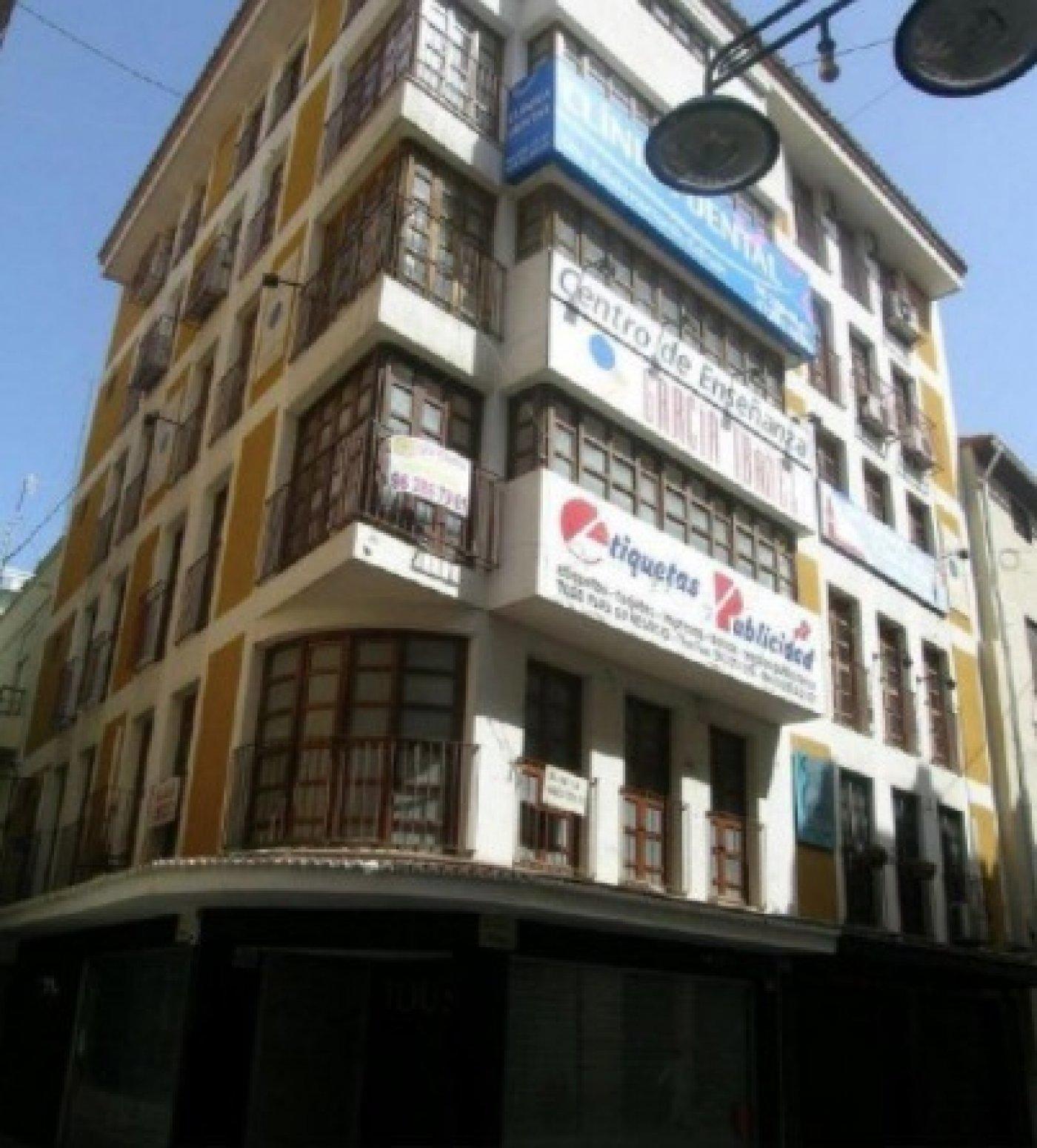 Oficina comercial en la calle mayor. centro comercial de referencia de la ciudad de gandia - imagenInmueble17