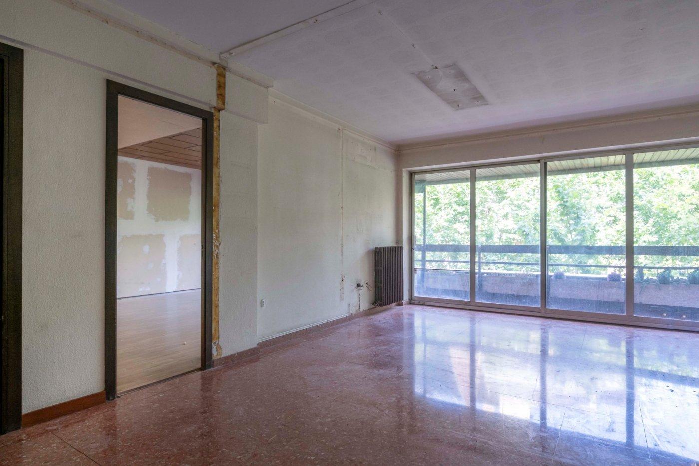 piso en pleno centro de manresa para reformar en venta