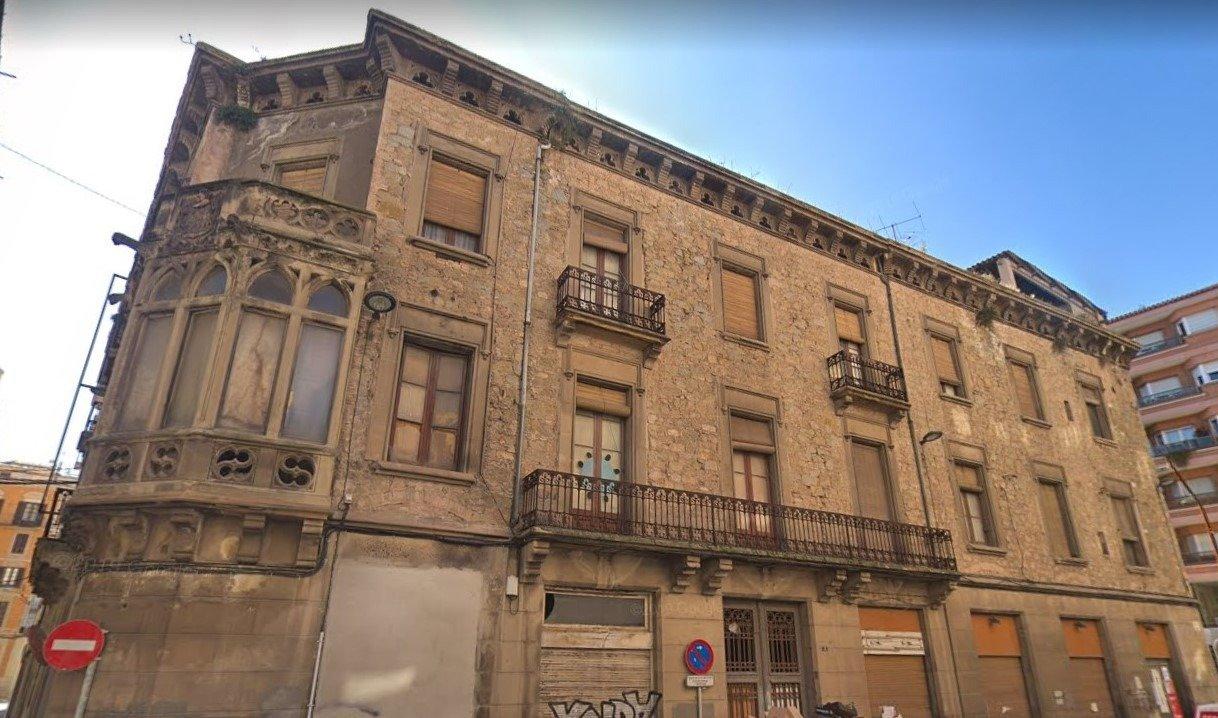 edifici històric singular en venda a manresa ? casa llisach