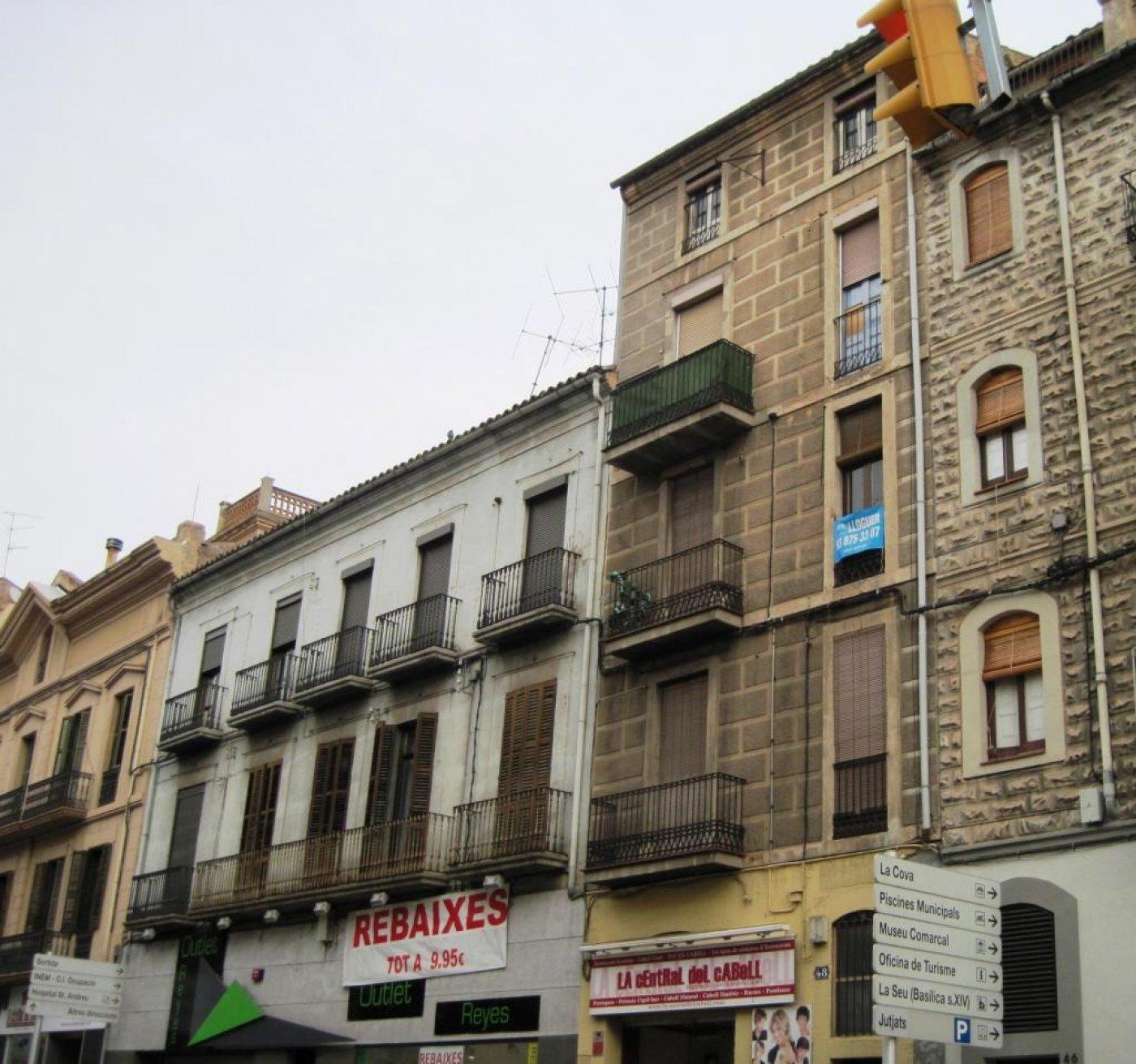 edificio para reformar en venta en manresa