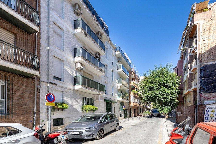 Precioso piso con garaje para entrar a vivir junto a calle alhamar