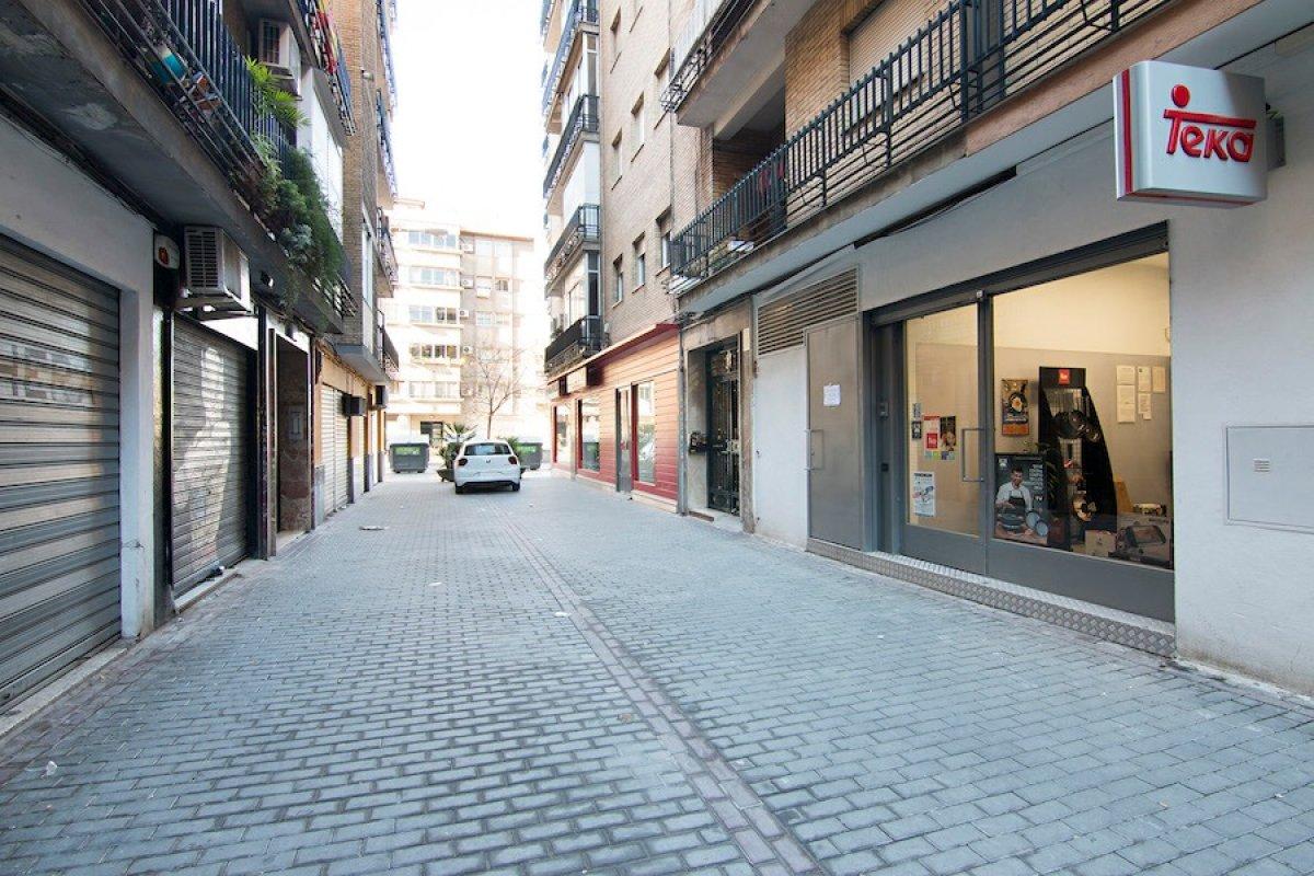 Oportunidad. Local comercial junto al Camino de Ronda a menos de 700 €/m2, Granada