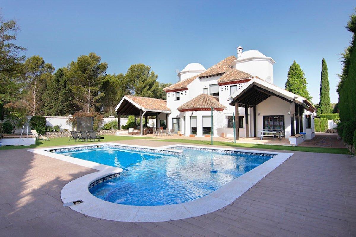 Exclusiva vivienda en urbanización Parque del Cubillas, Granada