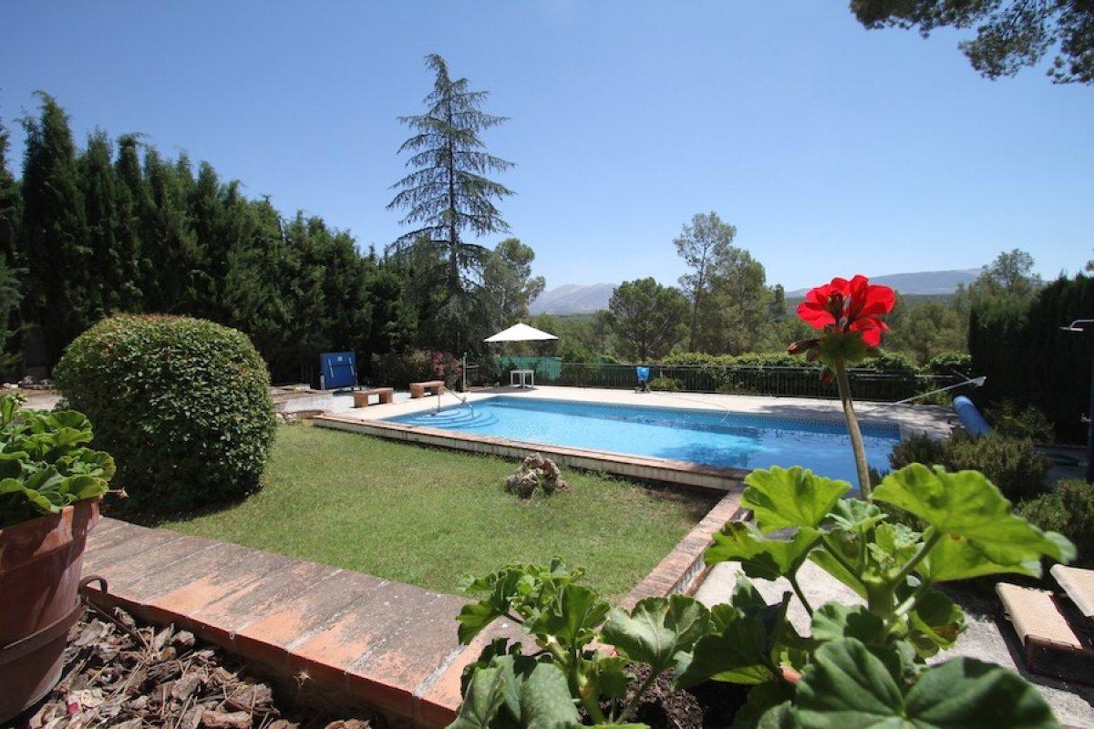 Vivienda con vistas al Cubillas y Sierra Nevada. Urb privada, Granada