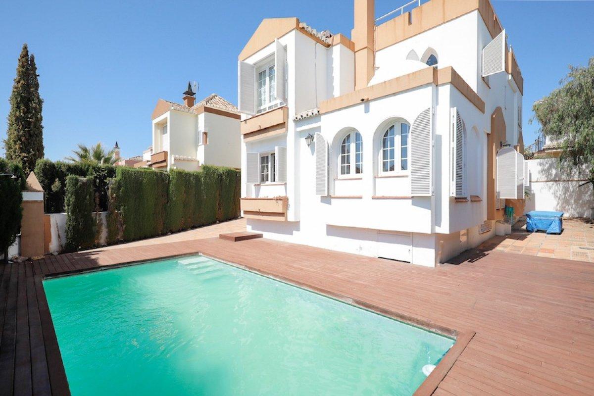 Chalet en Villas Blancas. Con mejoras. Junto a El Chaparral, Granada