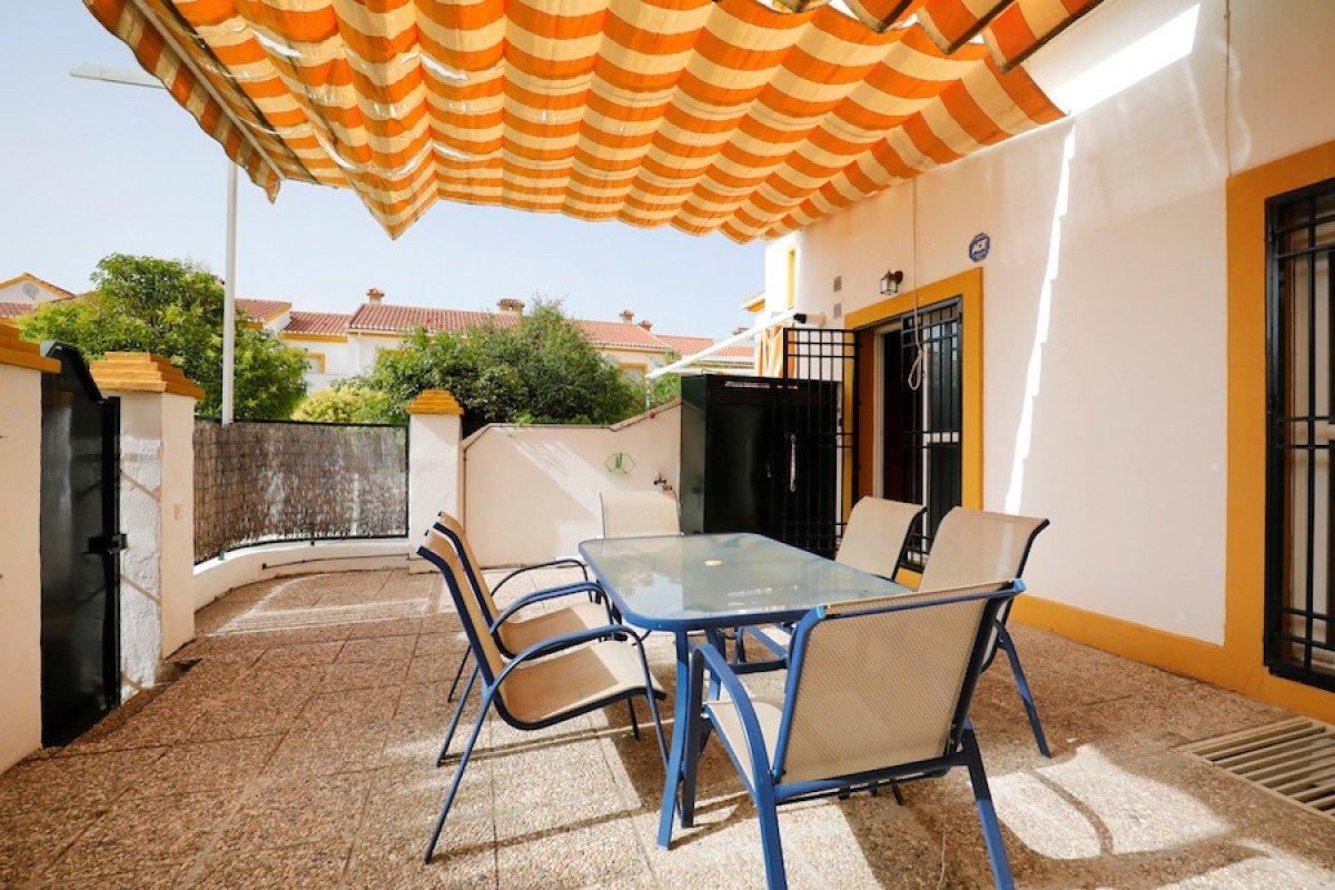 Casa ideal para familias. Piscina, calefacción y 4 dormitorios, Granada