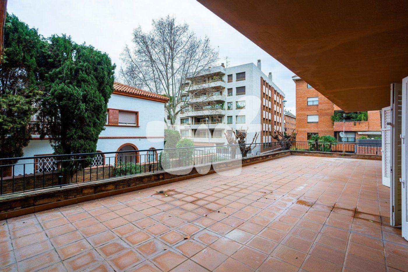 Pis a Barcelona. Les Tres Torres (A-052)