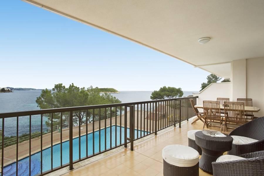 Luminoso apartamento en cala vinyes con acceso directo al mar