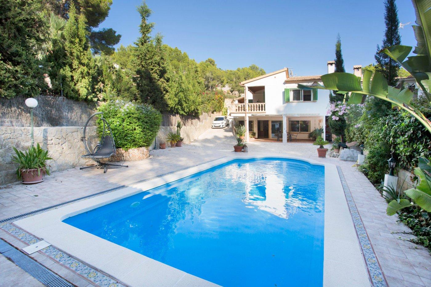 Casa familiar con piscina salada y jardín en costa de la calma