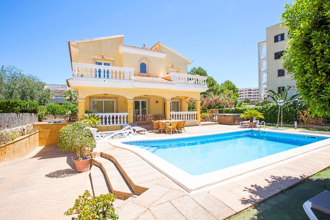 Espectacular casa muy espacioasa con piscina en una zona popular de palmanova