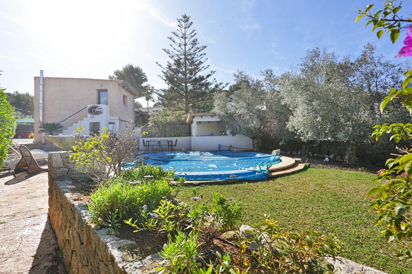 Chalet reformado unifamiliar con piscina en la zona tranquila de costa de la calma