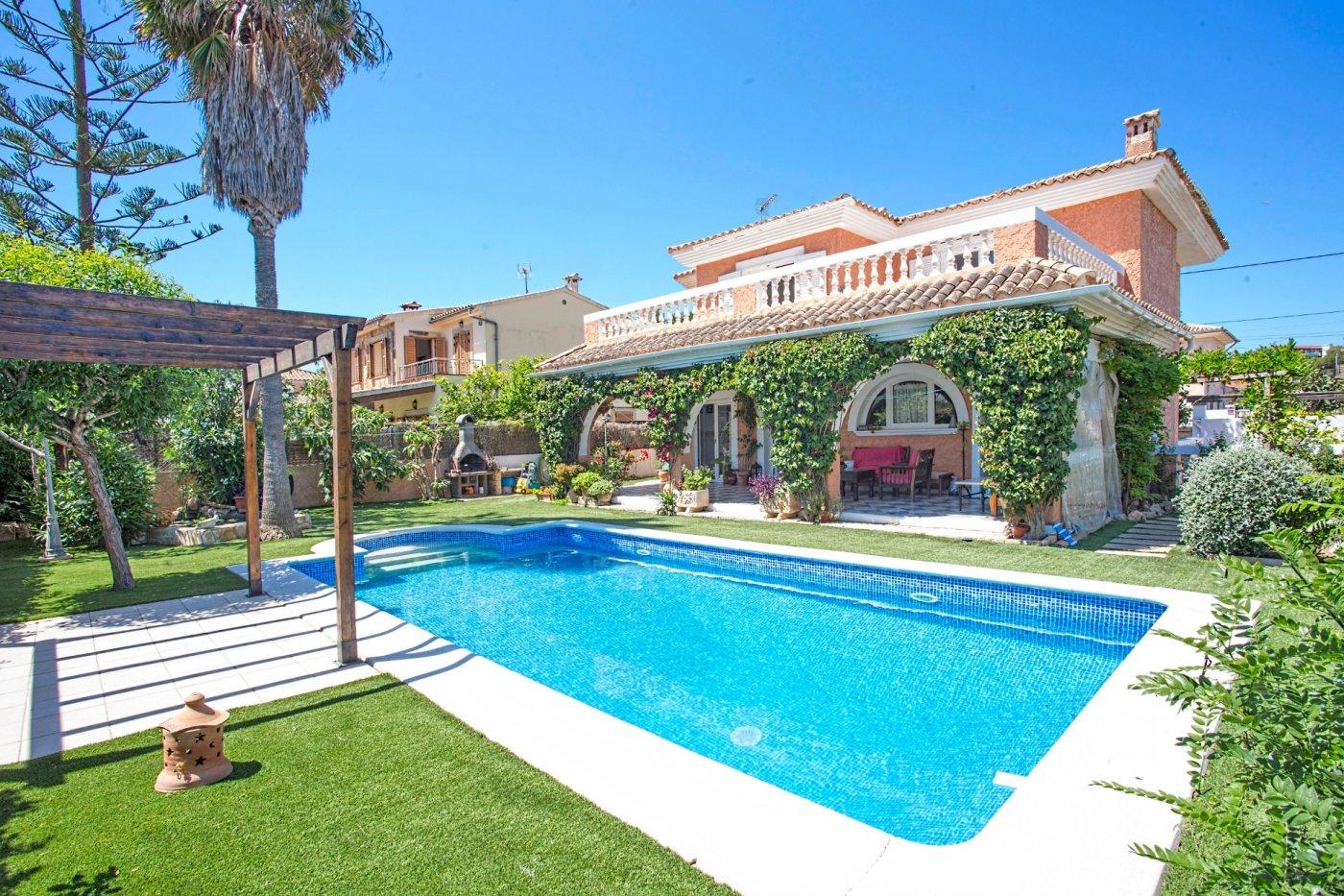 Fantástico chalet familiar con jardín y piscina en el toro