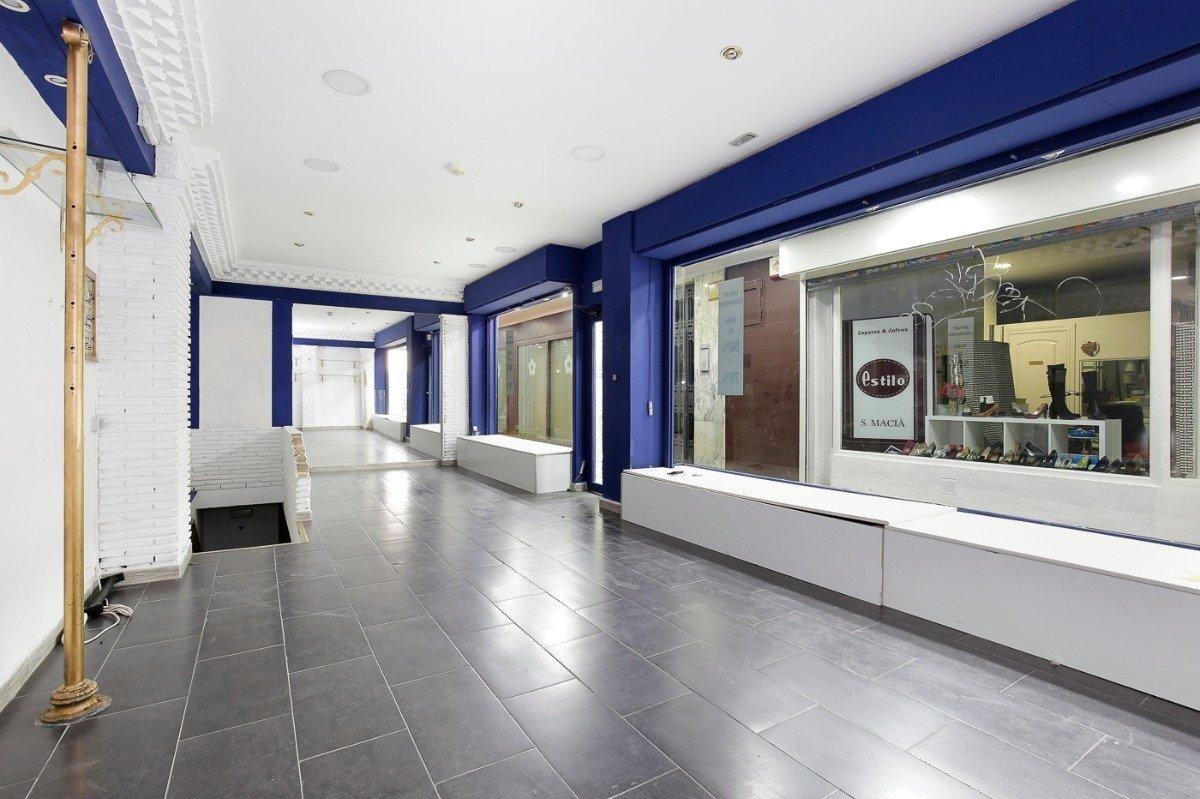 Estás buscando un local para instalar un comercio en el núcleo comercial más importante de la ciudad, Granada