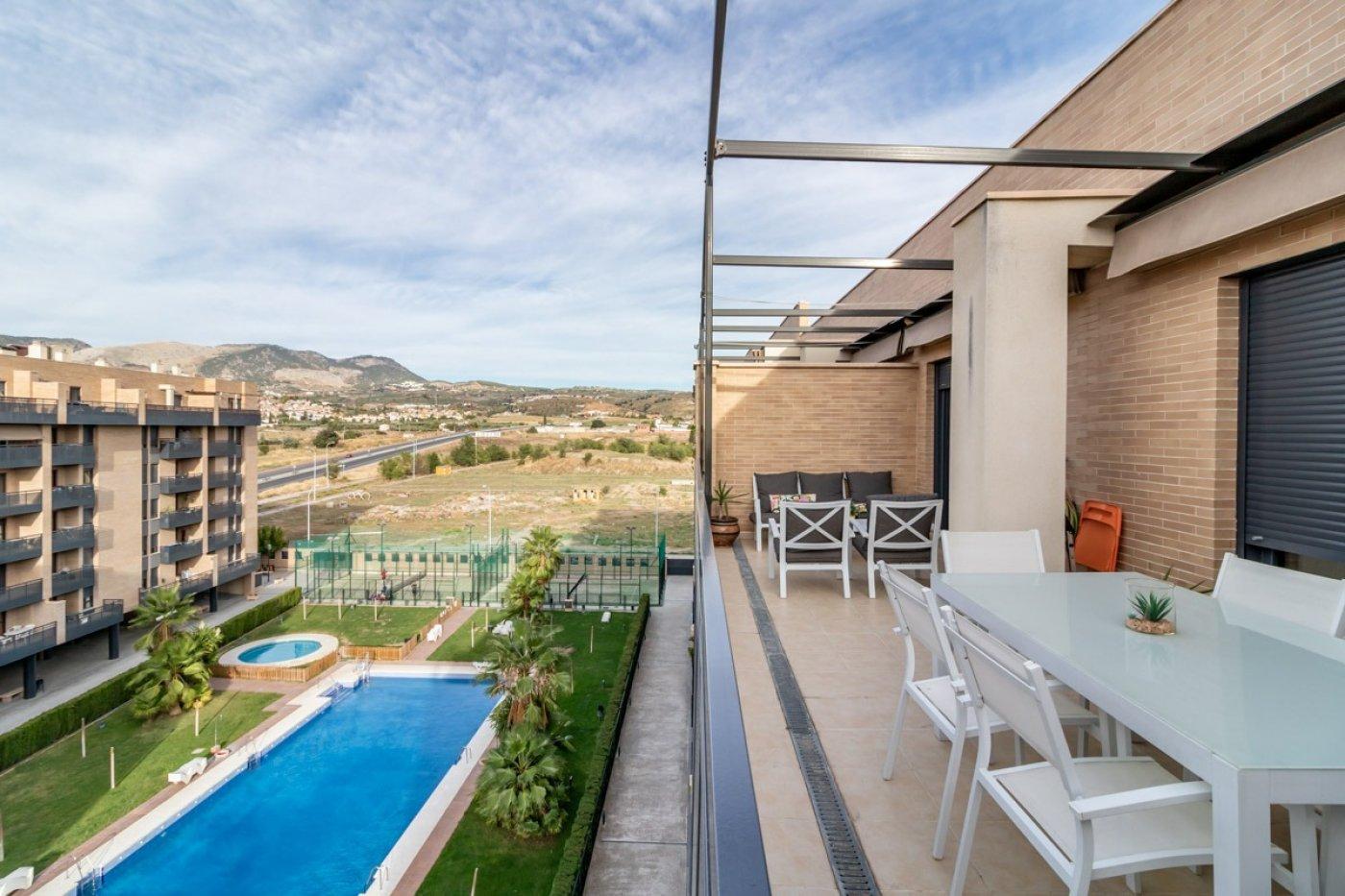 Ático con vistas y fácil acceso a la autovía., Granada