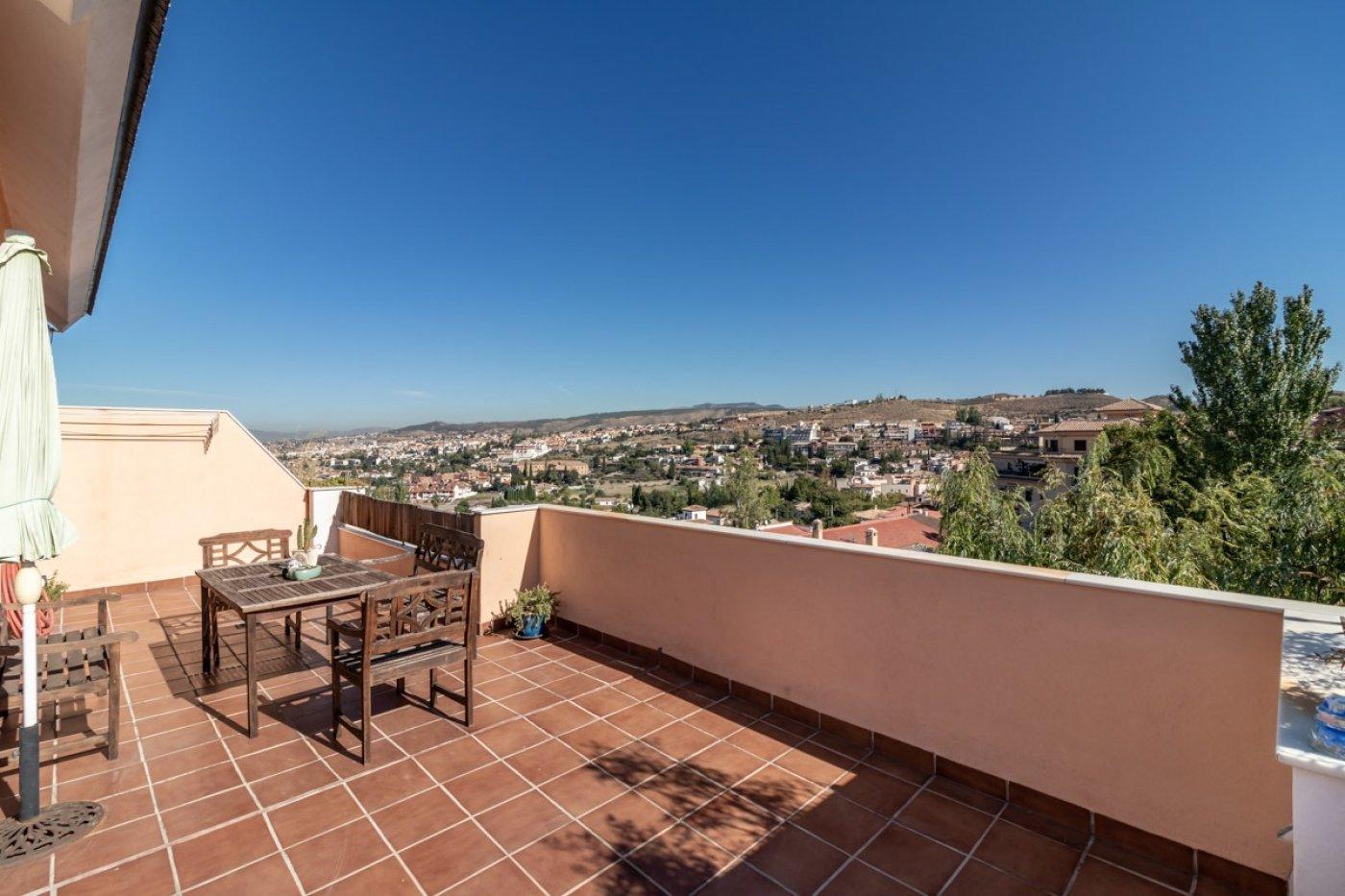 Precioso ático dúplex con gran terraza en el barrio de monachil