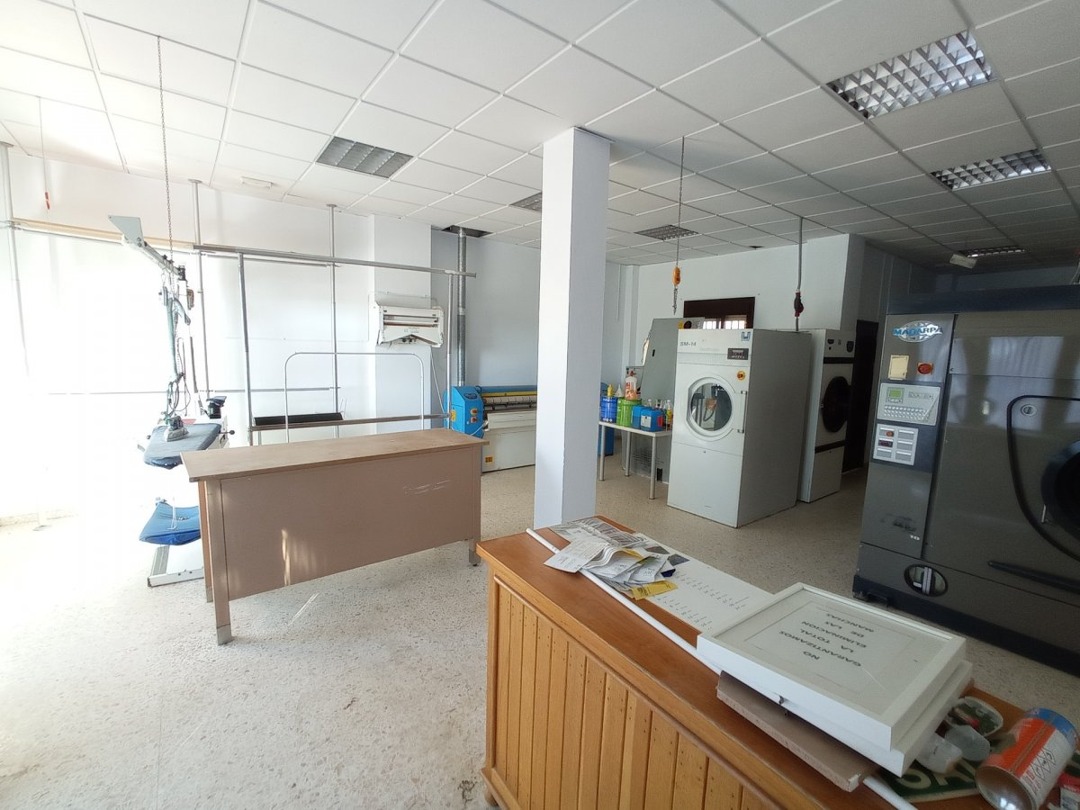 local-comercial en chipiona · avenida-de-rota 400€