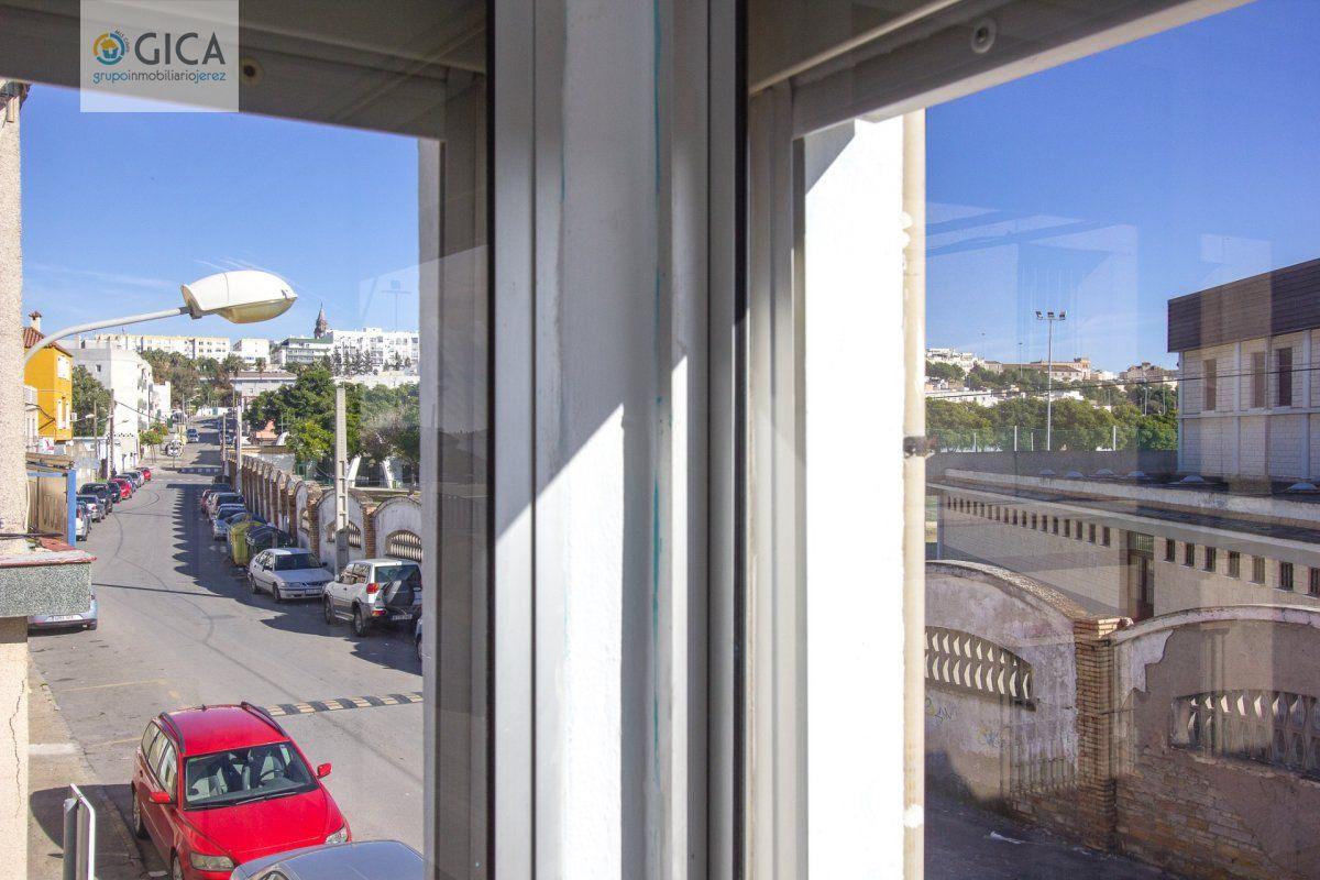 Estupenda casa. Dos plantas. Terraza con vistas despejadas.