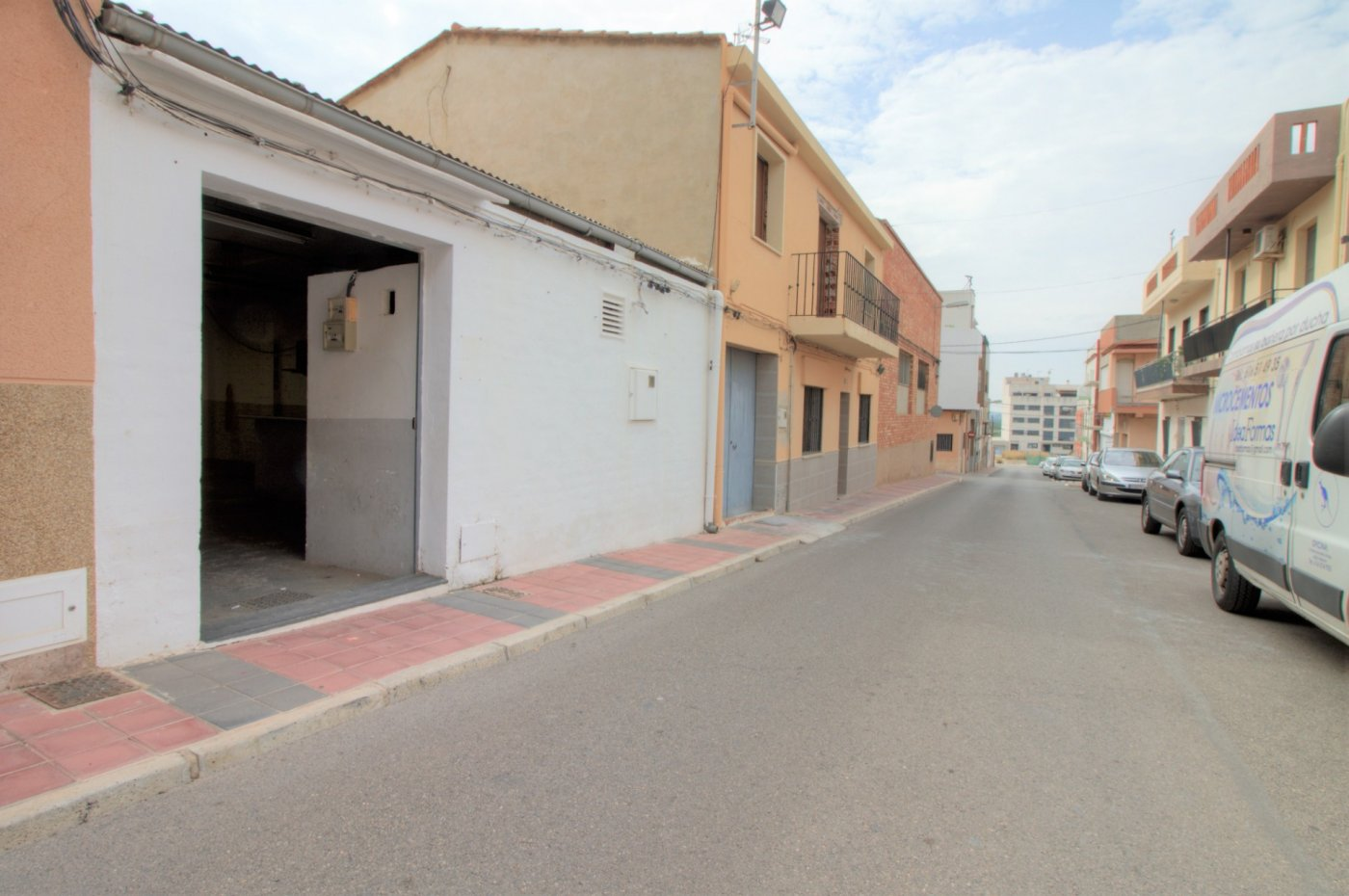 local-comercial en almenara · pueblo-estacio 32000€