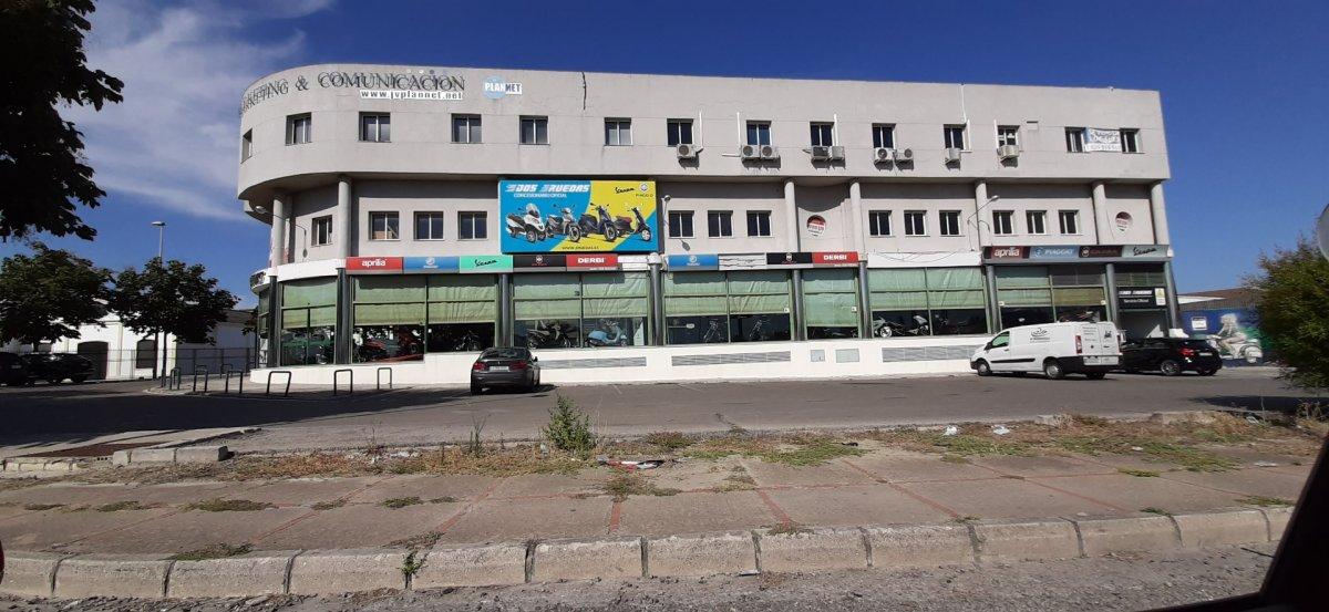 local-comercial en jerez-de-la-frontera · oeste 400€