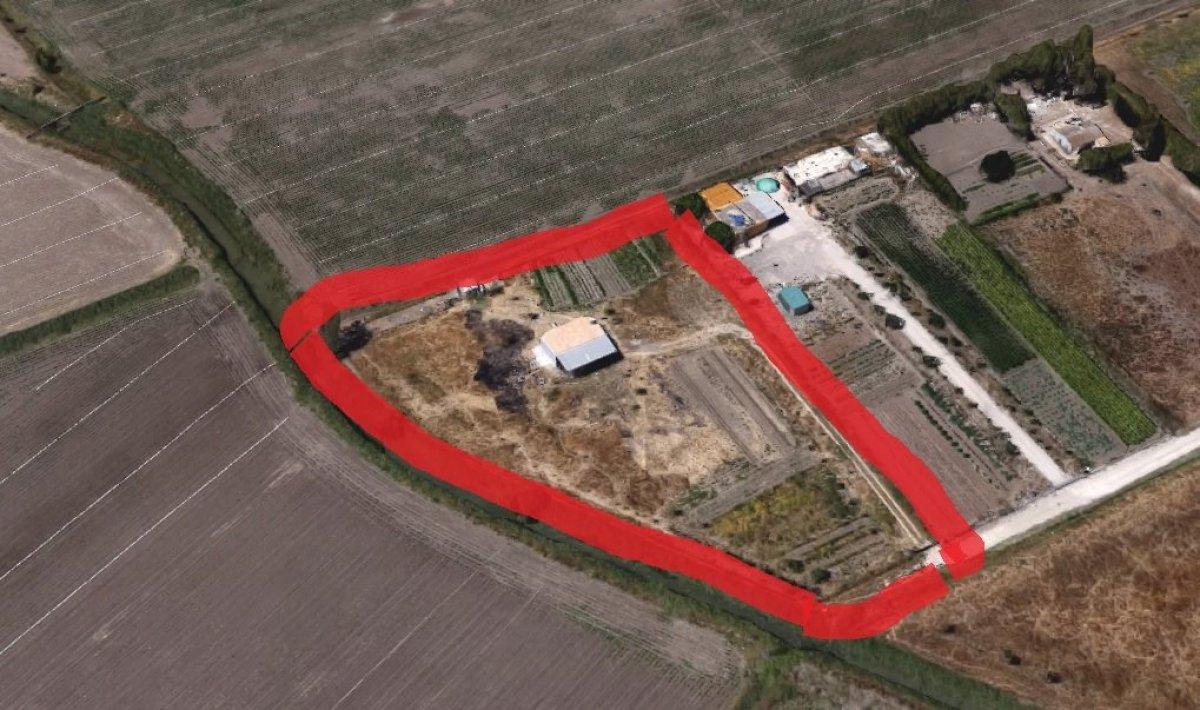 casa-con-terreno en jerez-de-la-frontera · el-portal 75000€