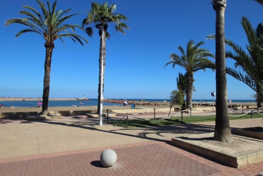 Chalet Independiente en 1ª linea de playa ubicado en Pobla de Farnals 2